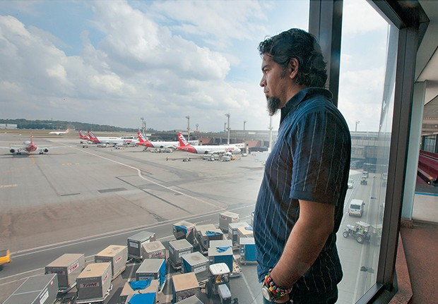 LIBERDADE Ifrain em seus últimos momentos em Guarulhos. Na quarta-feira passada, ele recebeu permissão para sair do aeroporto (Foto: Rogério Cassimiro/ÉPOCA)