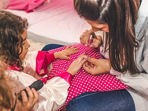 Manicure, massagens e recreação com pedagogos estão inclusos (Foto: Corujinhas/Divulgação)