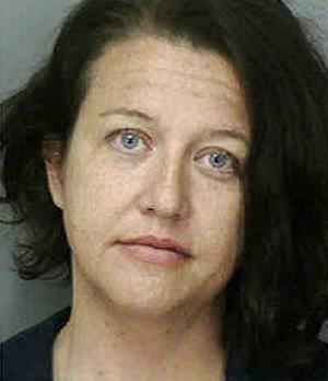 Donya Leigh-Anne Dennard ignorou placa e, durante inspeção de rotina, confessou que carregava drogas no veículo (Foto: Divulgação/Polk County Sheriff's Office)
