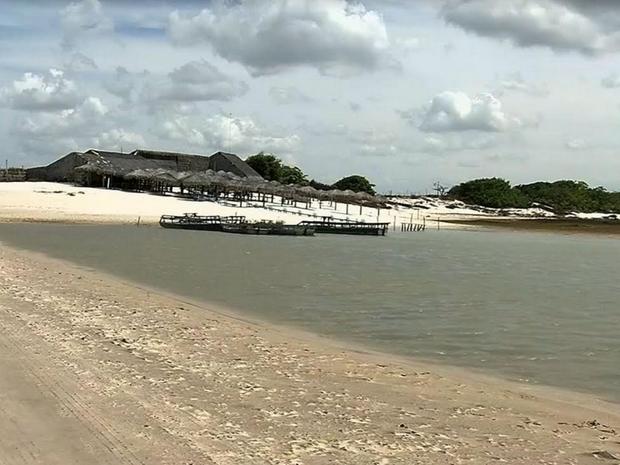 Muitos restaurantes que ficam próximo a Lagoa Azul estão fechando as portas. (Foto: Reprodução/TV Verdes Mares)