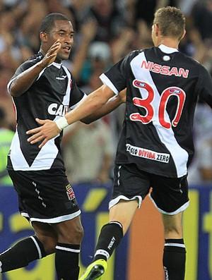 Edmilson comemora gol do Vasco contra o Santos (Foto: Marcelo Sadio / Vasco.com.br)