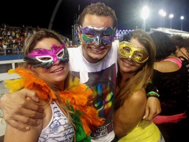 André Lima com amigas (Foto: Flávia Mantovani/G1)