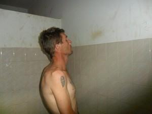 Criminoso foi preso em casa, em comunidade de Sacramento (Foto: Polícia Militar/Divulgação)