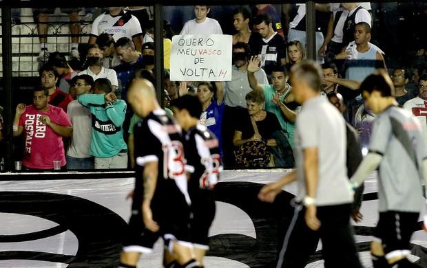 protesto torcida Vasco derrota Vitória (Foto: Marcelo Theobald / Ag. O Globo)
