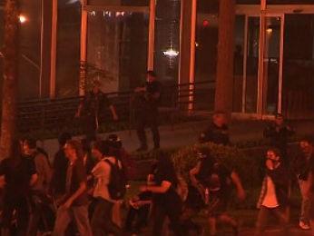 Houve tumulto em frente à Prefeitura de Curitiba (Foto: Reprodução / RPC TV)