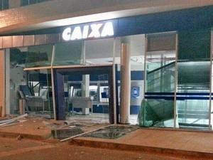 Criminosos explodem caixa em Martinho Campos (Foto: Polícia Militar/Divulgação)
