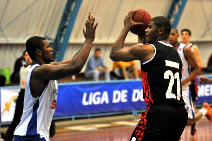 basquete cristiano flamengo e daniel pinheiros (Foto: João Pires / LNB)