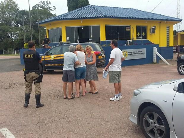 Casal de argentinos esquece a filha em posto de combustíveis no RS