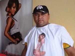 'Esta era a camisa que ele mais gostava', diz pai de Tiago (Foto: Fredson Navarro / G1)
