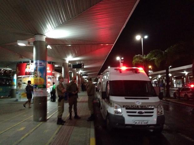 Em Florianópolis, PM ficou no Ticen aguardando ônibus que pararam 18h30 (Foto: Osvaldo Sagaz/Grupo RBS)