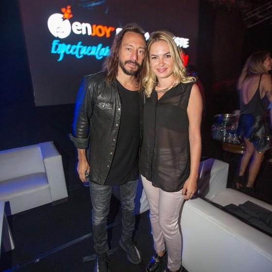 Em sua passagem pelo Enjoy Punta del Este, a atriz conheceu o DJ Bob Sinclar, uam das atrações da Ovo Nightclub (Foto: Divulgação)