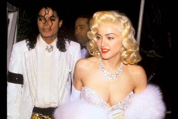 Michael Jackson passou a ter medo de mulheres após flagrar Madonna nua em sua cama, revela ex-ator que se diz pai biológico dos filhos do astro - Monet | Música