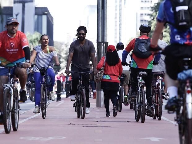 Movimento intenso na ciclovia da Avenida Paulista neste domingo (Foto: Caio Kenji/G1)