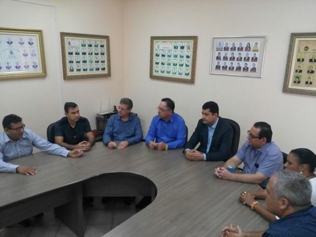 Vereadores suplentes estiveram reunidos com o presidente interino da Câmara de Foz do Iguaçu, Rogério Quadros, na manhã desta sexta (20)rio (Foto: Câmara Municipal de Foz do Iguaçu / Divulgação)