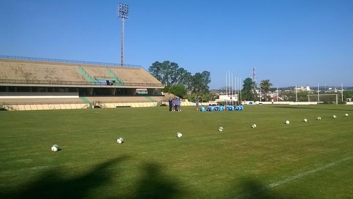 Treino do São Bento estádio Walter Ribeiro (Foto: Guilherme Giavoni)