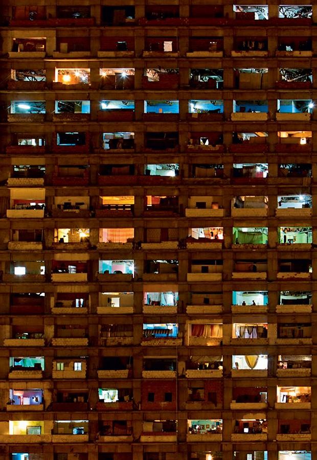 2. A fachada da Torre de David, onde moram 750 famílias (Foto: Jorge Silva)