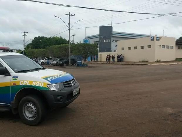 Funcionários dos Correios são mantidos reféns em Rolim de Moura, RO (Foto: Diego Victor/TV Cacoal)