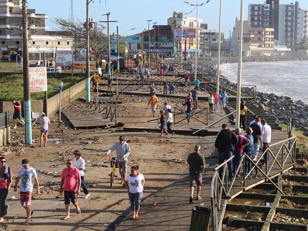 Em Navegantes, a orla da praia foi destruída pela ressaca (Foto: Prefeitura de Navegantes/Divulgação)