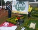 Fãs e amigos visitam túmulo de Fernandão em cemitério de Goiânia