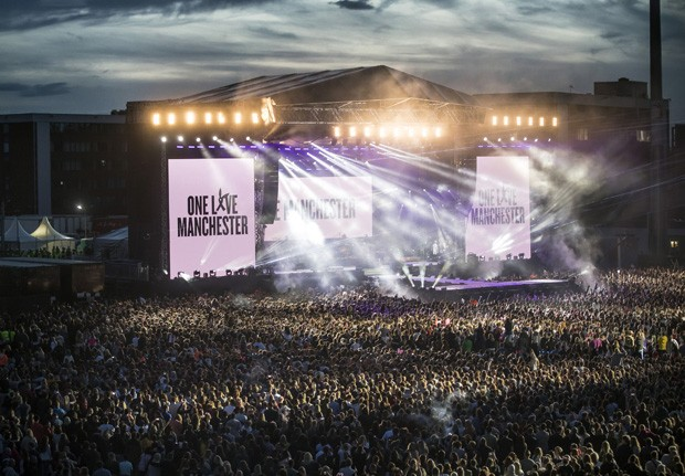 Público lotou show em homenagem às vítimas da Arena Manchester (Foto: Getty Images)