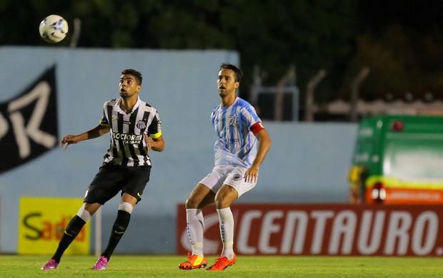 Zagueiro Dirceu em Londrina x Santos pela Copa do Brasil (Foto: Célio Messias/VIPCOMM )