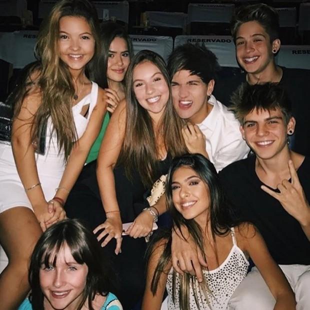 Maísa Silva e Lucca Perez entre amigos (Foto: Reprodução/Instagram)