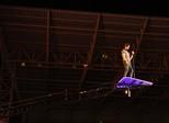 Luan Santana 'flutua' sobre fãs no final da Festa do Peão em Americana