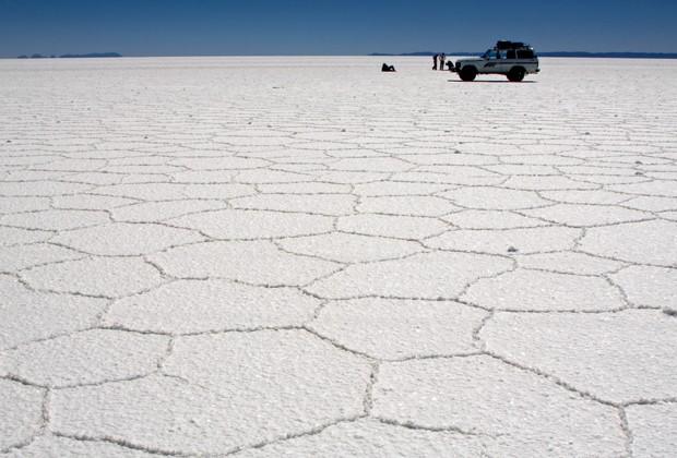 Solo branco do Salar de Uyuni, localizado na Bolívia (Foto: Creative Commons/Pedro Szekely)