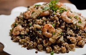 Salada de lentilha, camarão, grão-de-bico, quinoa e bacalhau