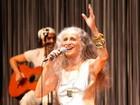 Maria Bethânia faz show com leitura de textos e poemas no TCA