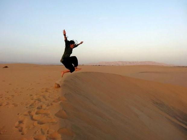 A garota no deserto do Saara (Foto: Kívia Costa/Arquivo pessoal)