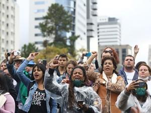 Houve gritos pedindo a saída do governador Beto Richa (PSDB) (Foto: Giuliano Gomes/Agência PRPRESS)