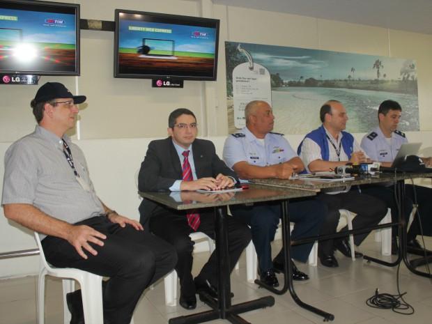 Representes de órgãos de aviação apresentaram balanço da operação (Foto: Romulo de Sousa/G1 AM)