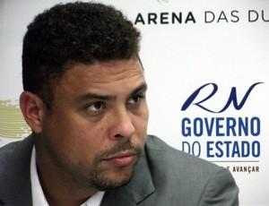 Ronaldo, em visita a Arena das Dunas. em Natal (Foto: Tiago Menezes)