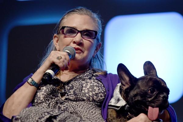 Carrie Fisher e seu cão companheiro (Foto: Getty Images)