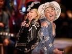 Miley Cyrus ganha beijo de Madonna em bastidores de show