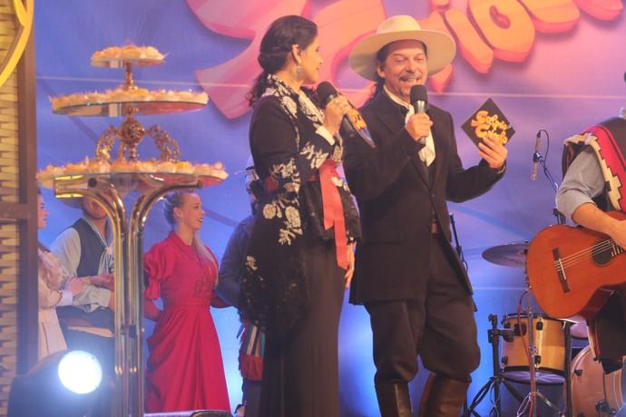 Shana Müller e Neto Fagundes no Galpão Crioulo na Fenadoce (Foto: Gabriela Haas/RBS TV)