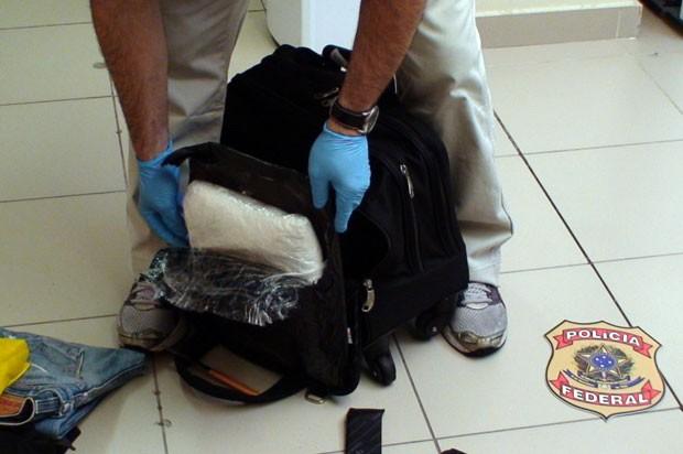 Droga apreendida pela PF estava na bagagem do português (Foto: Divulgação/Polícia Federal do RN)