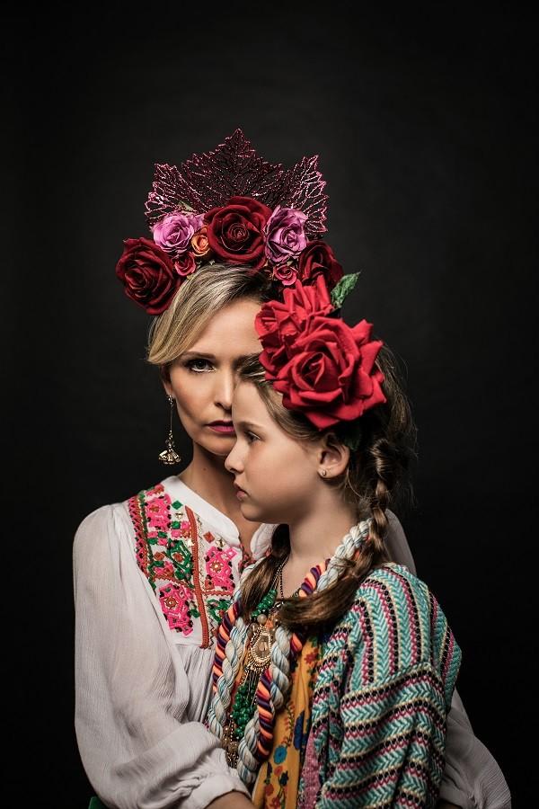 Fernanda e a filha, Luísa, em clima do Dia dos Mortos, no México, onde a data é celebrada com alegria  (Foto: Jorge Bispo)