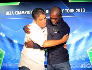 Seedorf e Bebeto abraço Liga dos Campeões coletiva  (Foto: Fabio Lima)