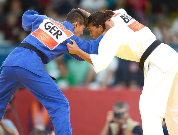 Rafaela Silva na luta de judô contra Miryam Roper (Foto: AFP)