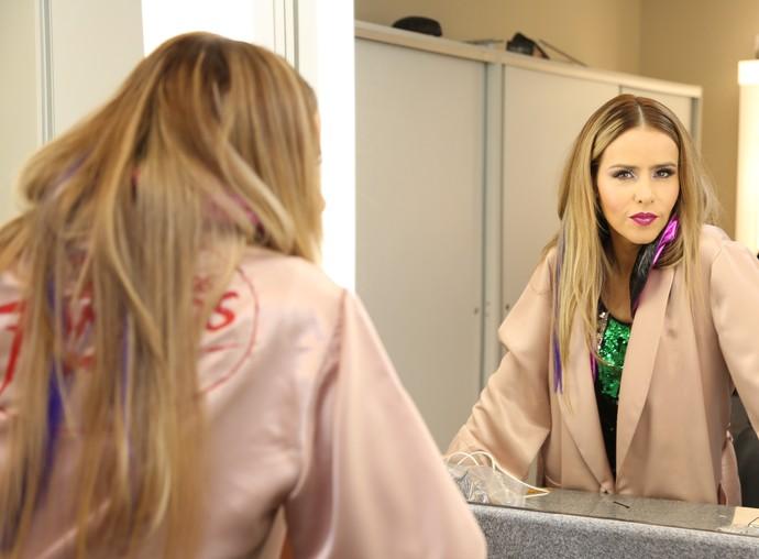 Leona faz carão depois da maquiagem (Foto: Carol Caminha/Gshow)