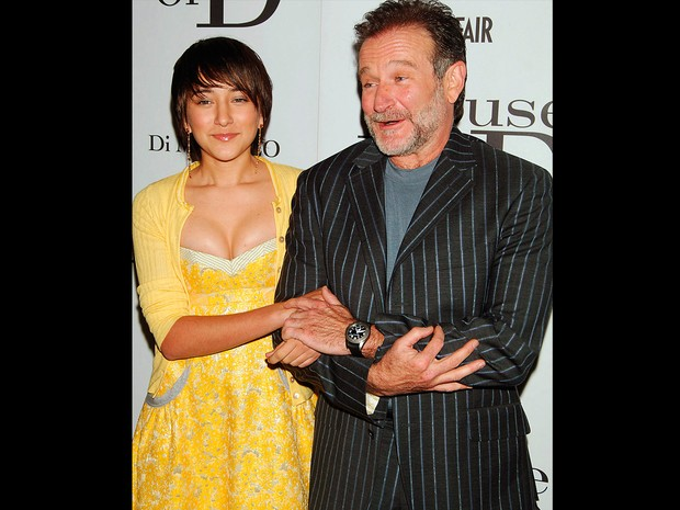 Robin Williams ao lado da filha Zelda em foto de 10 de abril de 2005 durante evento em Nova York (Foto: Bill Davila/Reuters)