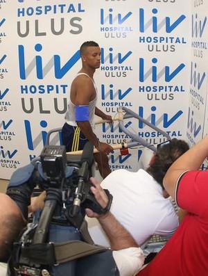 Nani faz exames médicos no Fenerbahçe (Foto: Reprodução/Site oficial Fenerbahçe)