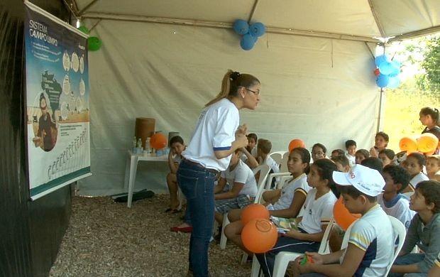 Estudantes visitam fábrica de reciclagem em RO (Foto: Bom Dia Amazônia)