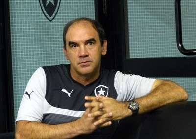 Ricardo Gomes quer que os craques permaneçam mais tempo no Brasil atuando (Foto: GloboEsporte.com)