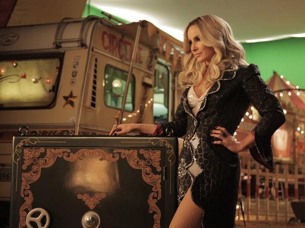 Claudia Leitte - cantora posa para nova campanha da SKY (Foto: João França)