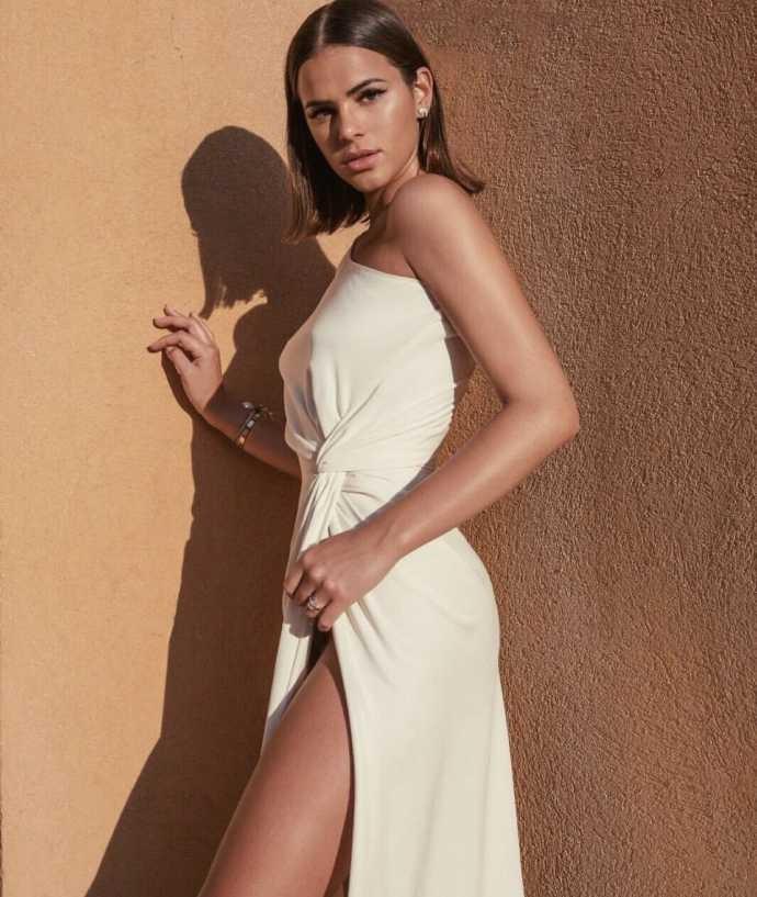 Modelos com fendas e assimetrias são sucesso nas noites mais quentes (Foto: Reprodução Instagram)