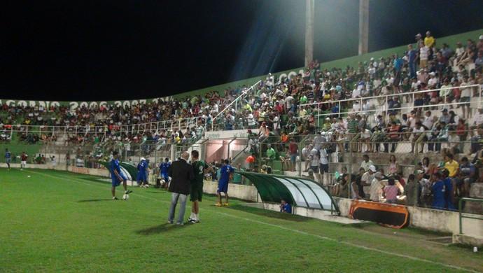 Torcida do Coruripe compareceu em bom número ao Estádio Gérson Amaral (Foto: Denison Roma / GloboEsporte.com)