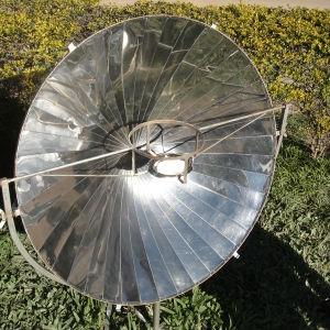 Fogão solar desenvolvido por Dueñas (Foto: Bruno Faustino / G1ES)